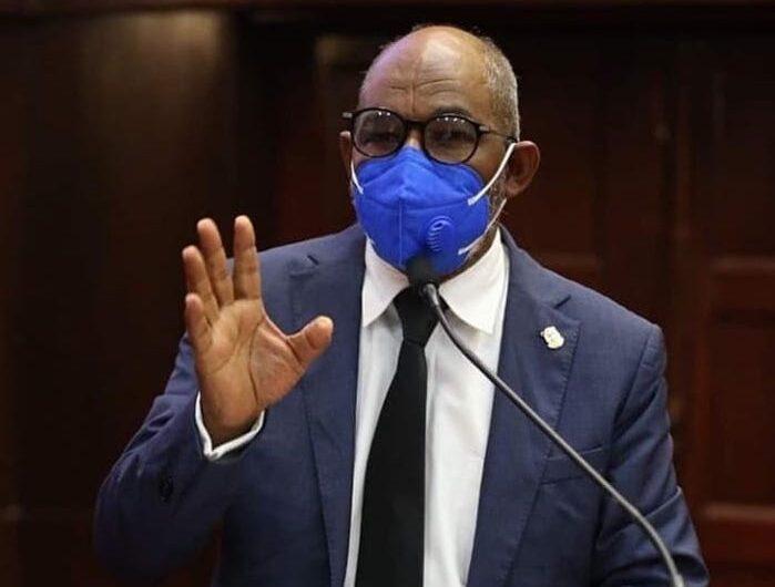 Diputado del Frente Amplio renuncia a las exoneraciones
